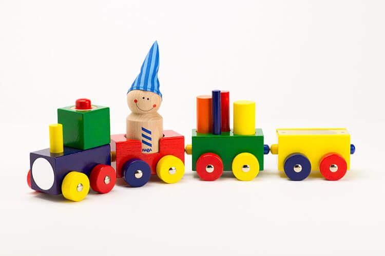 0歳向け知育玩具:よちよちトレイン