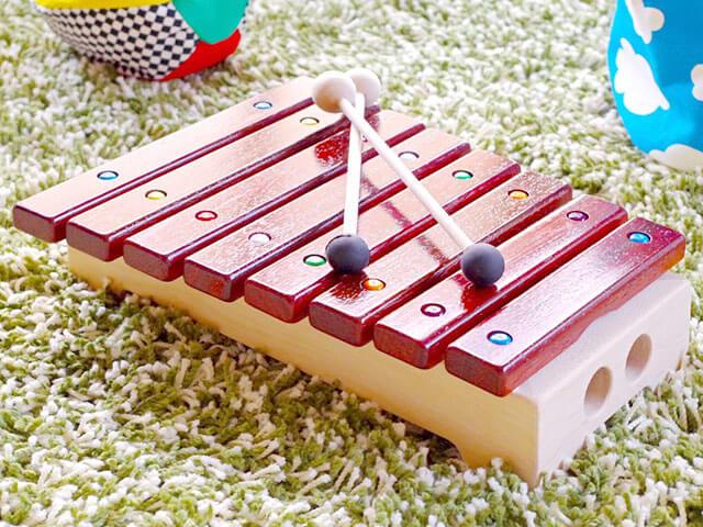おもちゃの木琴・鉄琴7選!言葉や運動神経の発達に木琴がイイ理由